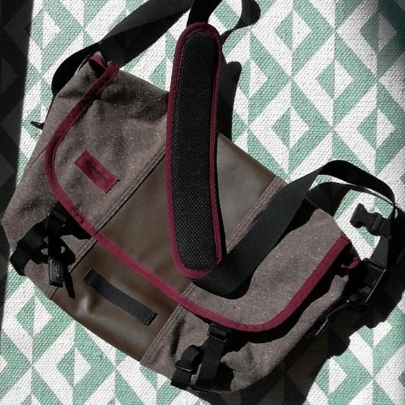 Timbuk2 Other - TIMBUK2 Small Messenger Bag